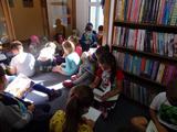 Druháčci poprvé v knihovně